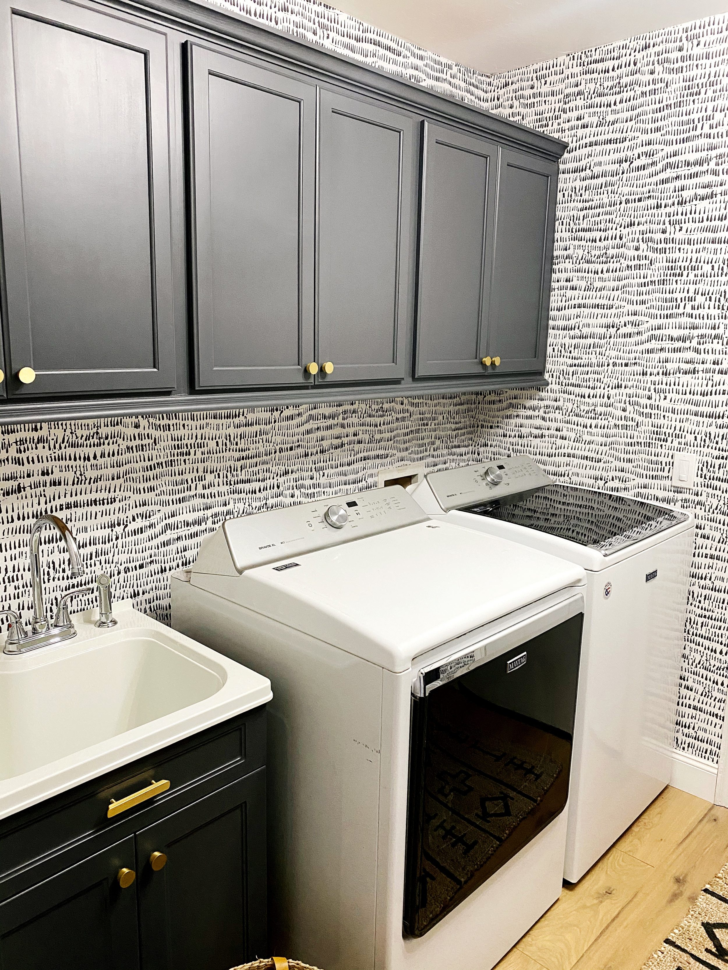 Sandi's Laundry Room Makeover